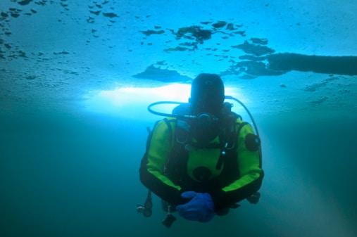 plongée sous glace alpes