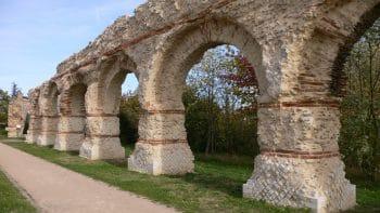 constructions romaines pour amener l eau en ville Lyon